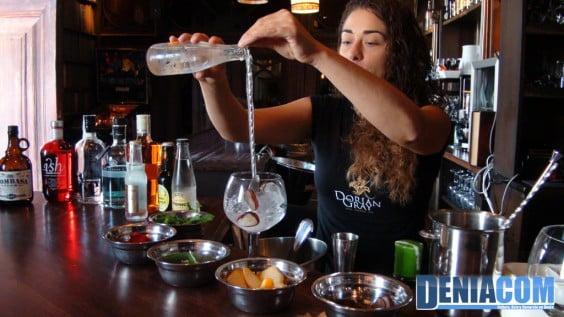 Preparación-de-un-gin-tonic-en-Dorian-Gray