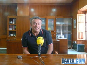 El alcalde de Jávea, José Chulvi, en la rueda de prensa del plan de empleo