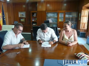 Las partes involucradas durante la firma del convenio