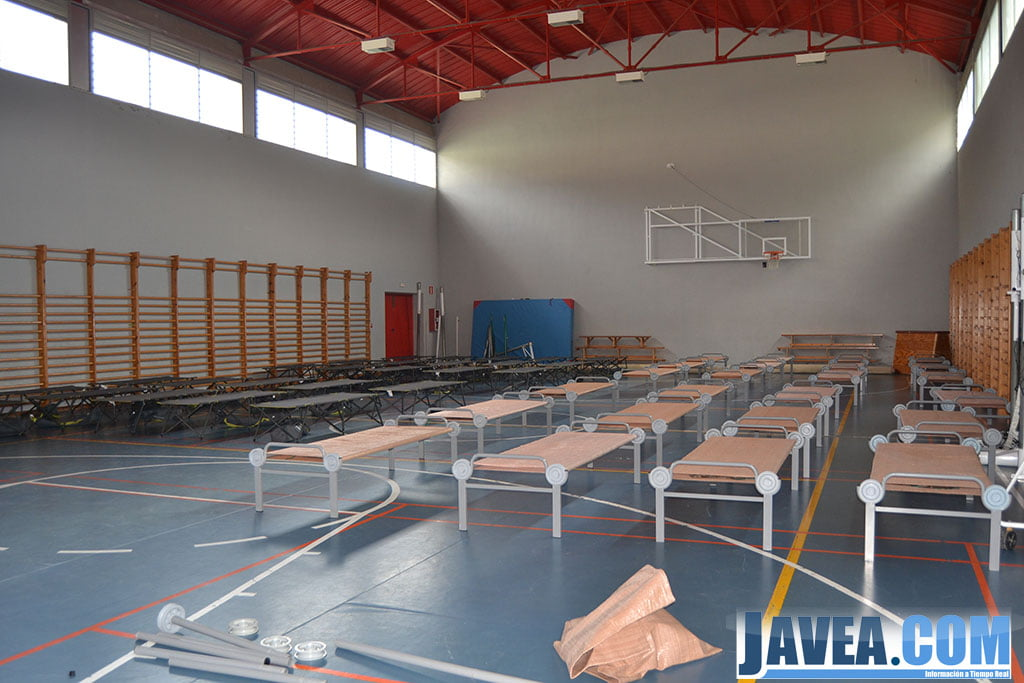 Albergue provisional en el gimnasio del ies antoni llid for Gimnasio javea