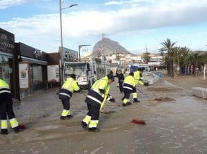 El paseo David Ferrer en la playa del arenal de Jávea ha sido uno de los más perjudicados por el temporal