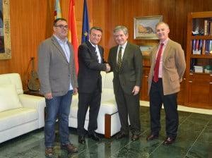 Cesc Camprubi, José Chulvi y Enrique Barón después de la firma del convenio en el Ayuntamiento de Jávea