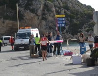 En la Playa de la Granadella se habilitó un avituallamiento para los participantes