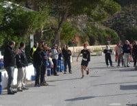 La Playa de la Granadella se llenó de gente para animar a los corredores