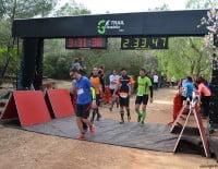 Llegada a la meta de grupo de corredores