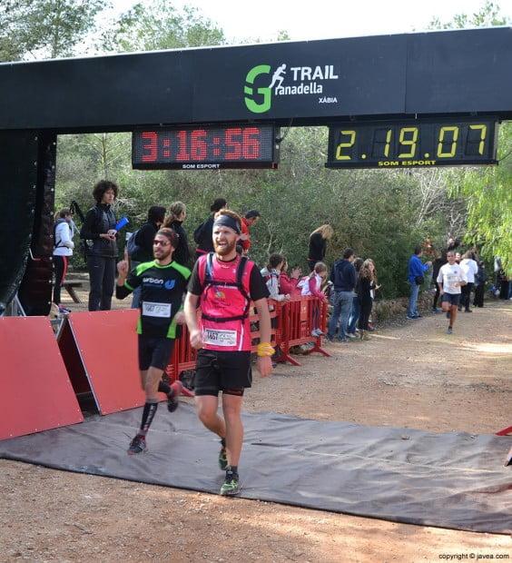Llegada a la meta de los participantes de la Granadella Trail