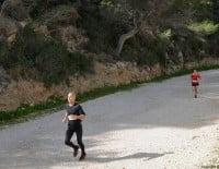 Los corredores iban llegando poco a poco a la Playa de la Granadella