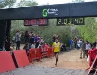 Pariticipante llegando a la meta después de la carrera