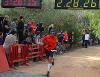 Participante de la Granadella Trail llegando a la línea de meta