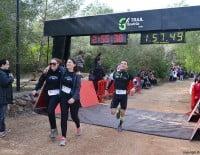 Participantes después de cruzar la línea de meta