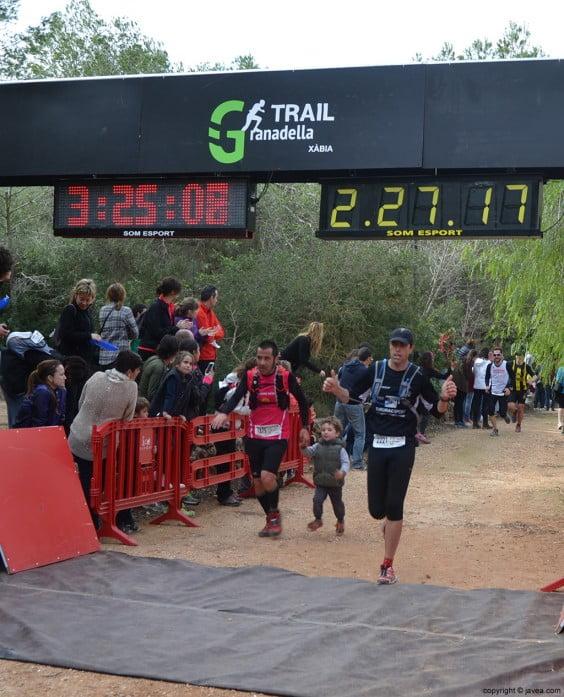 Participantes en la carrera en la meta