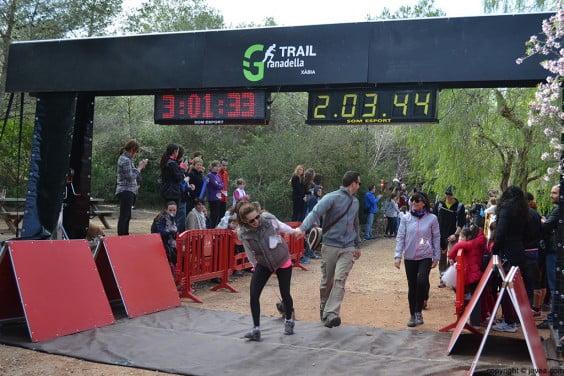 Participantes entrando en la meta
