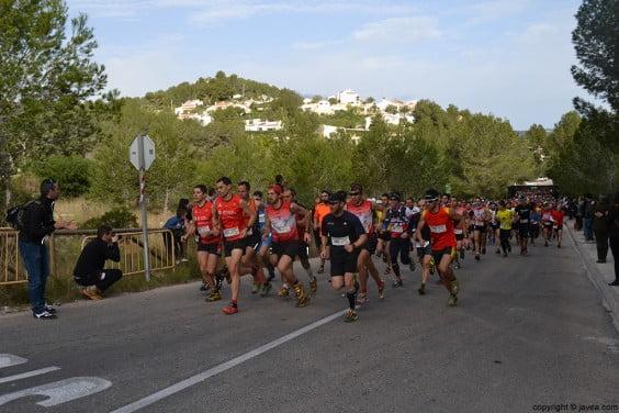 Salida de los corredores de la carrera de montaña Granadella Trail Jávea 2014