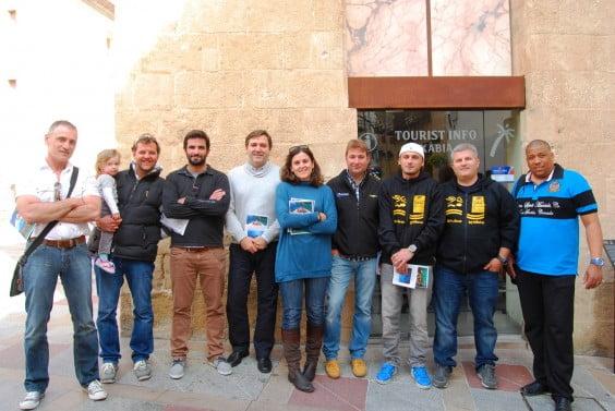 Los miembros de los centros de buceo de Jávea con Antonio Miragall