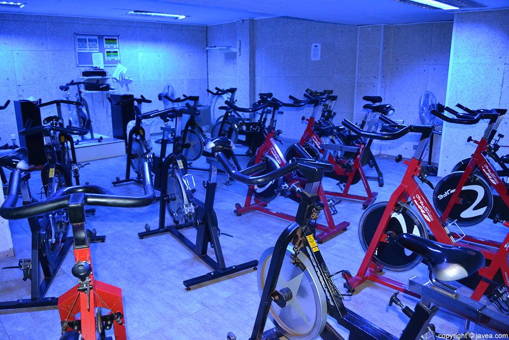 Bicicletas de spinning en el gimnasio profigura en j vea for Gimnasio javea