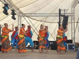 Everest Nepal Cultural Group en una de sus actuaciones