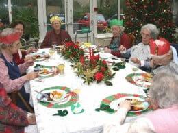 Ancianos compartiendo Navidad