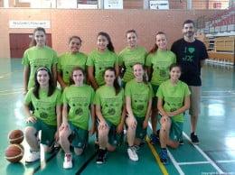 Óscar Mayordomo con su equipo juvenil Femenino