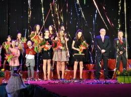 Elección Fogueres 2012 con los cargos de la edición de 2013 recién elegidos. Imagen de archivo