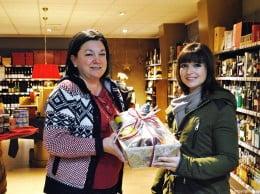 Silvia recogió el premio de Javi en la Bodega Puerto