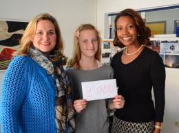 Una familia noruega realiza un donativo al área de Servicios Sociales