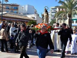 La peña La Burrera porta la imagen de San Antonio