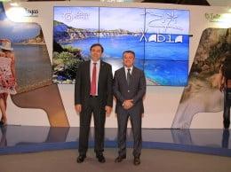 El concejal de Turismo, Antonio Miragall, y el alcalde de Jávea, José Chulvi