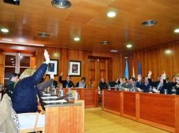 El pleno del Ayuntamiento aprueba las alegaciones en contra del hotel en el faro