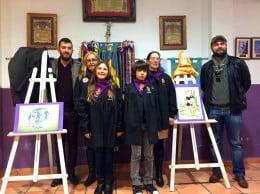 Los artistas y los representantes de la comisión durante la presentación de los bocetos