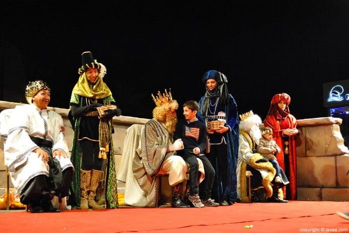 Los tres Reyes charlaron con los más pequeños