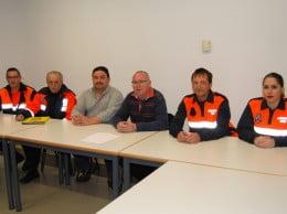 Juan Ortolá junto a miembros de Protección Civil