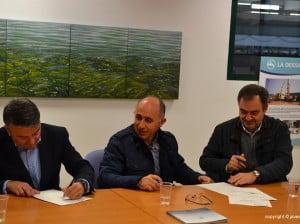 Chulvi firmando la renovación del convenio