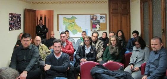 Miembros-de-Compromís-per-Xàbia-durante-una-asamblea-