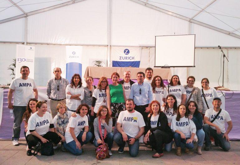 Rocío Ramos con miembros de las AMPAS de Jávea