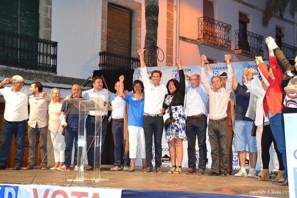 Óscar Antón con todos los miembros de su lista