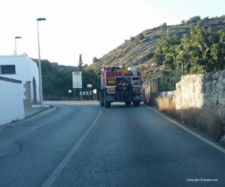 Camión de bomberos en dirección al incendio