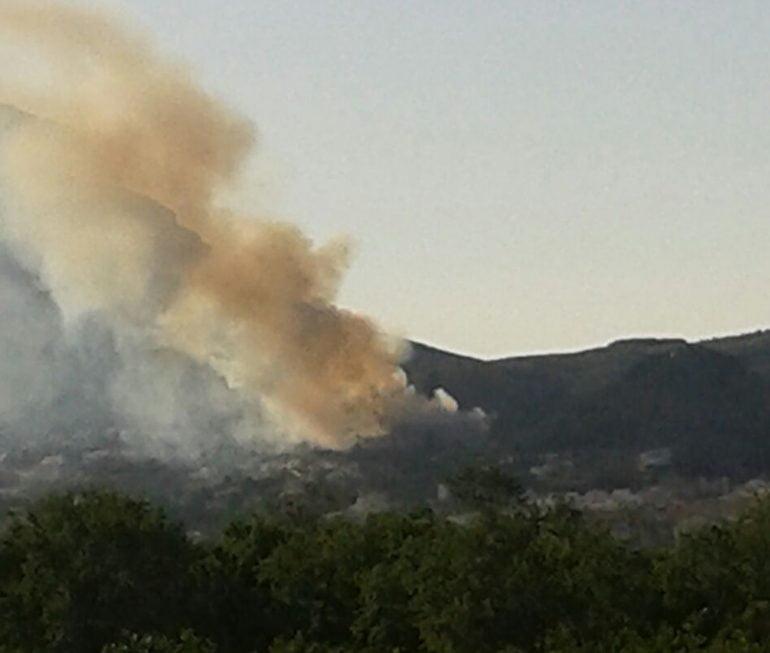 Columna de humo del incendio en Nova Xàbia