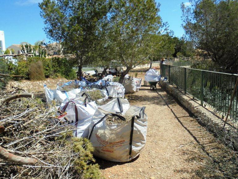 Contenedores de vertidos de jardinería retirados