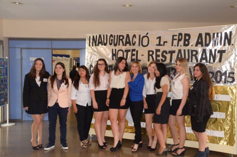 Grupo de alumnas del IES Nº 1 de Jávea del proyecto Coopsantjoan