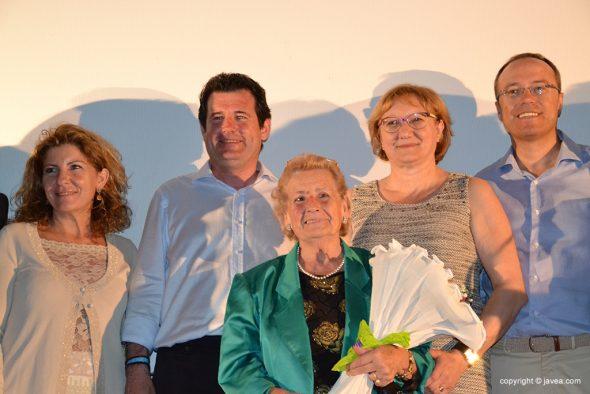 Jose Ciscar con Teresa Ern y otros militantes