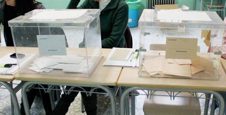 Urnas de votación en un colegio electoral
