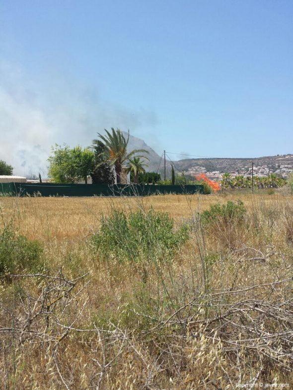 Columna de humo en Xàbia