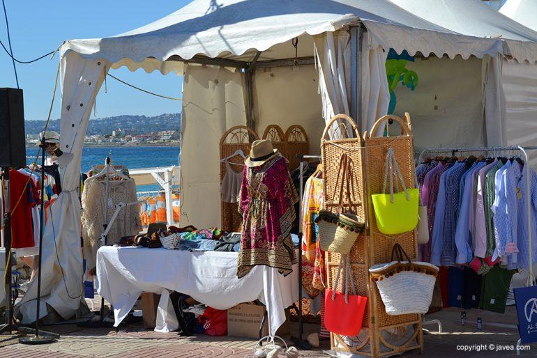 Puesto de complementos del Festival La Mar Salá