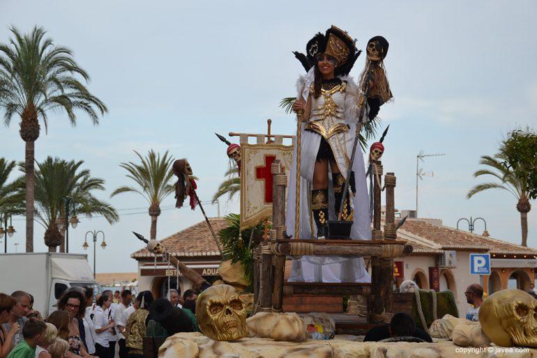 Beatriz Díaz en su carroza