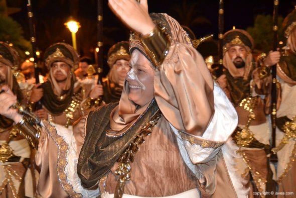 Filà Almoradins Cabo saludando