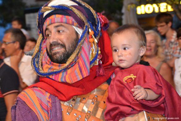 Filà Schaitans Cabo con niño