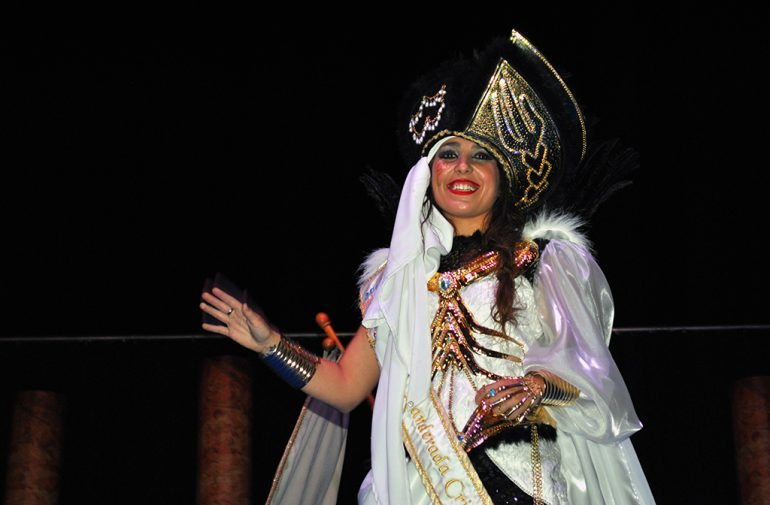 La Abanderada Cristiana, Beatriz Díaz Denia lució sus galas piratas