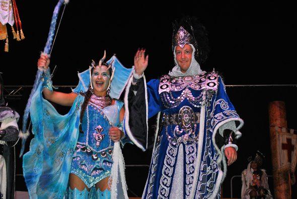 Los representantes de las distintas filaes cristianas mostraron sus trajes de gala