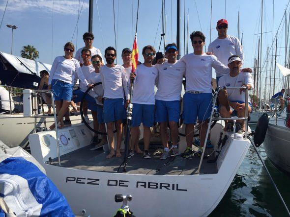 Maribel Sivera con sus compañeros de barco