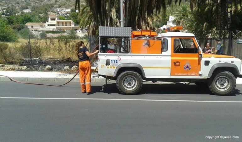 Autobomba de Protección Civil empleada para sofocar las llamas.